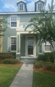 East Orlando Townhouse in Downtown Avalon Park - Orlando - Maison