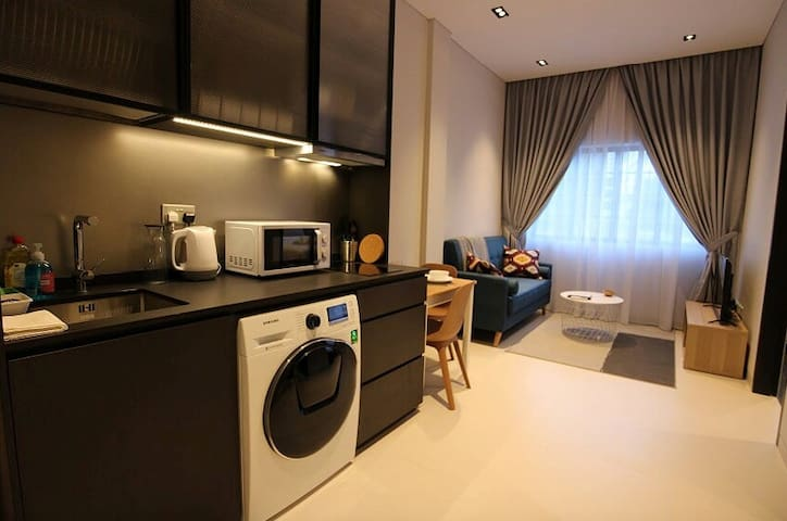 CENTRAL 2 BEDROOM 1 BATH ON OUTRAM ROAD