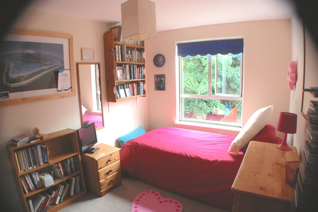 Room To Rent In Ealing Village