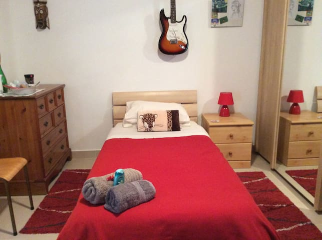 Single room in Centre of Malta - Attard - Apartamento