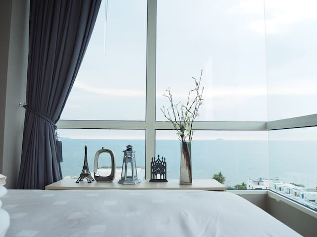 The view from our bed in the master bedroom! Breathtaking waking-up view!