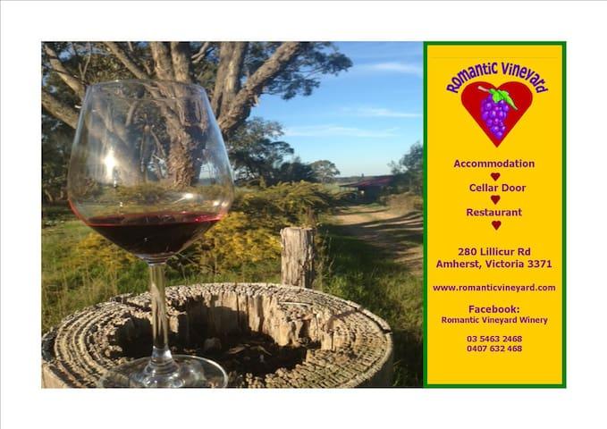 Romantic Vineyard Pyrenees B&B - Amherst - Penzion (B&B)