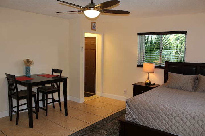 Large studio for couples & business travelers! - Delray Beach - Dom