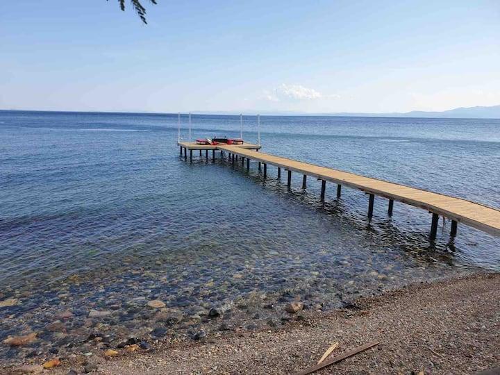 Assos sahil yolunda denize sıfır muhteşem manzara