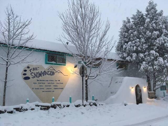 SnowMansionAdventureLodge Traditional 1Bdrm Suite