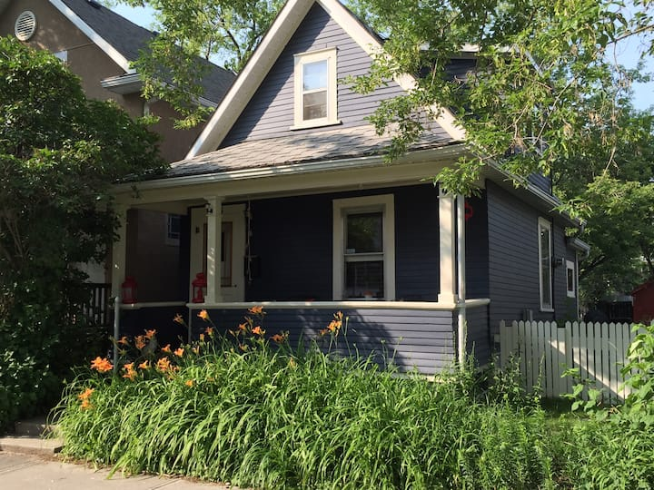 Walk to Stampede - Inglewood Character House