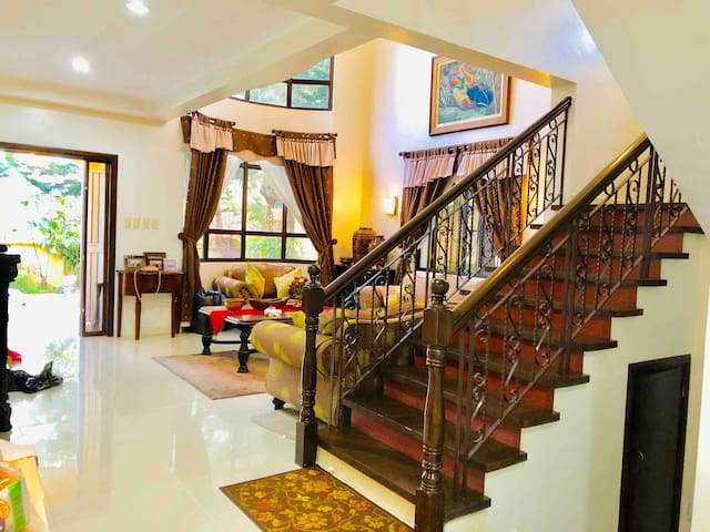 Emy's Place Tagaytay  Be blessed  12 guests 4 BR