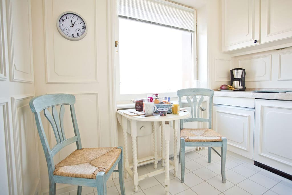 Kleiner Frühstückstisch