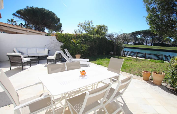 Large house with WIFI, A/C, 2 terraces, a garden and a mooring