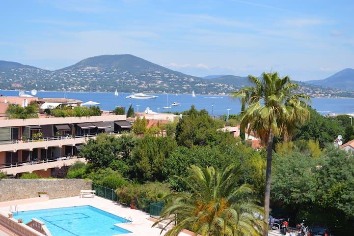 St Tropez centre vue mer avec toit terrasse