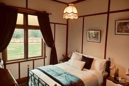 Reid's Roadhouse 65 - Cafe & Accommodation