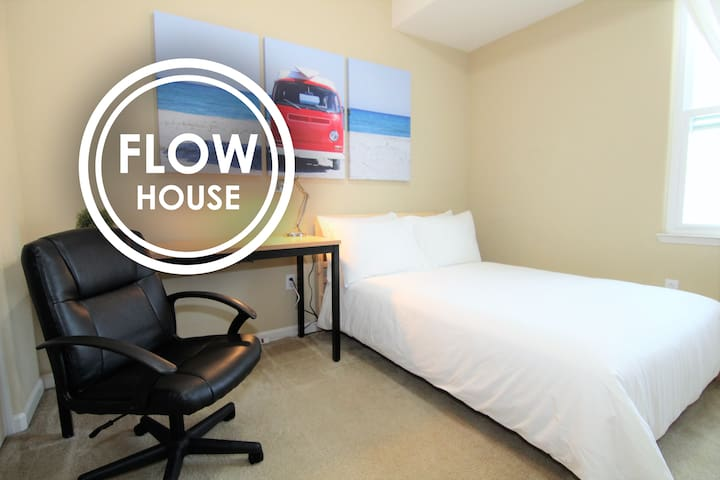 FLOW HOUSE | Silicon Dream Room