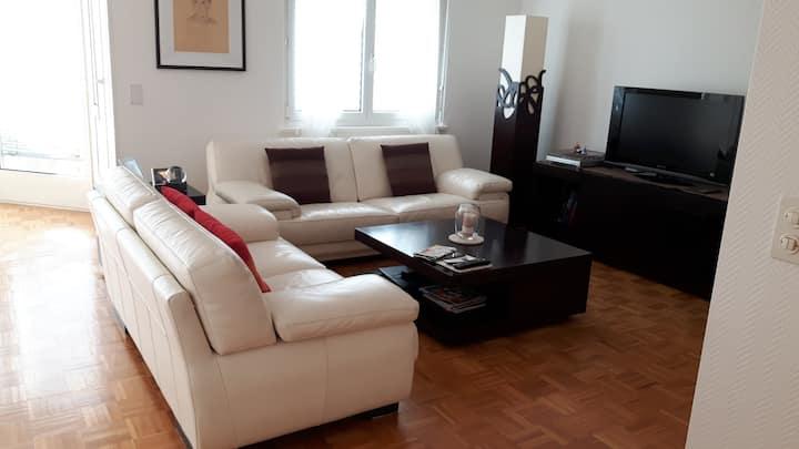 Chambre individuelle dans bel appartement clair