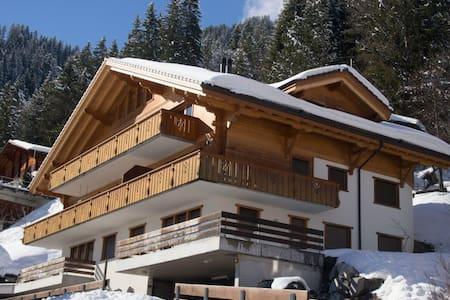 Luxeriöse Dachwohnung für bis zu 12 Personen - Adelboden - Huoneisto