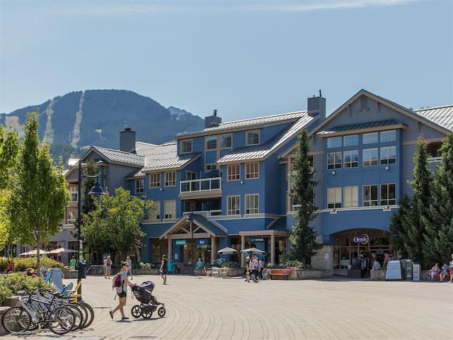 2BR Luxury Condo w/ Pool & HotTub Whistler Village - Whistler - Appartement en résidence