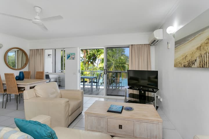 Top Floor Apartment Right In Front Of The Beach!