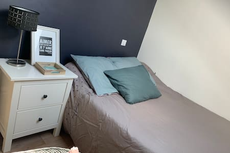 Chambre avec lit double au calme