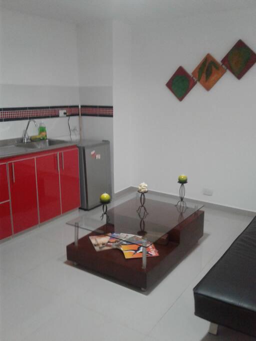 sala, cocina estilo americano