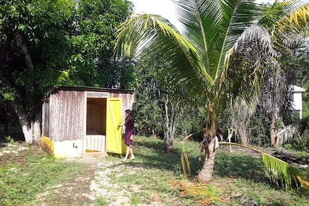 Small cabanas with shared bathroom - Sarteneja - Casa de campo