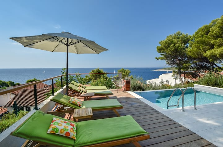 Sea View Hvar newly renovated house with pool
