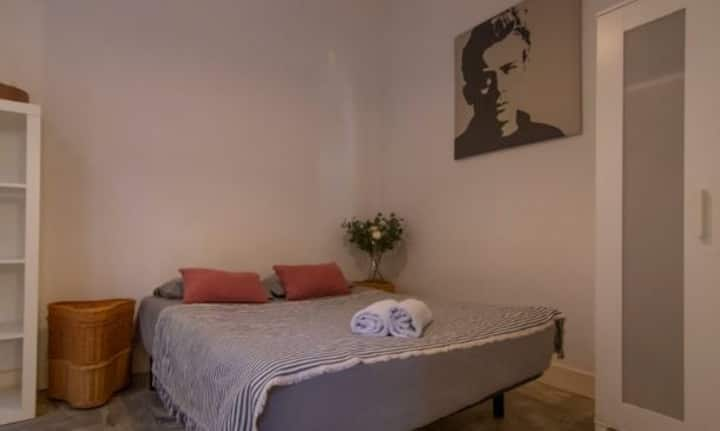 One bedroom apartment in the gothic quarter