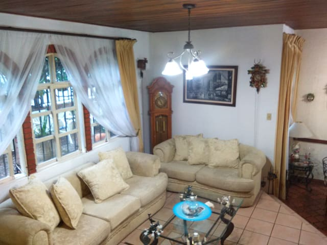 Beautiful private room near to San Jose town - San José  - Casa