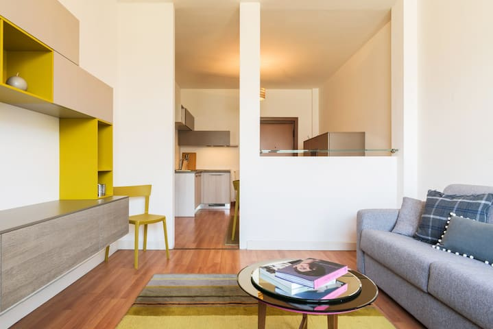 Modern Apartment in Piazza Cavour -Lake View!
