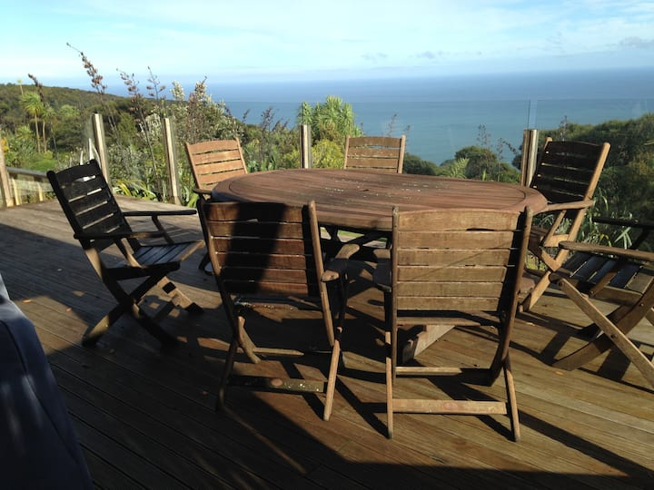 Paradise at Piha - house with stunning views
