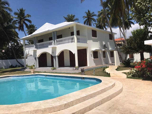 Caribbean and European Style Beach Front Villa - Guayacanes - 一軒家