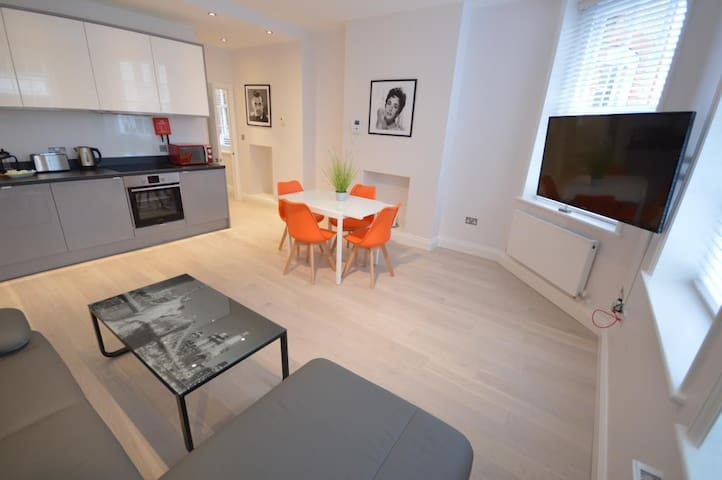 St Anne's Court Apartment C - 1 bed - 4 guests