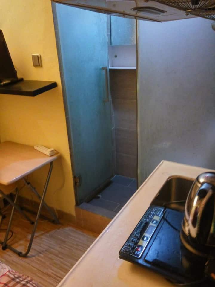 Quiet cozy studio in Yau Ma Tei (Y9b)