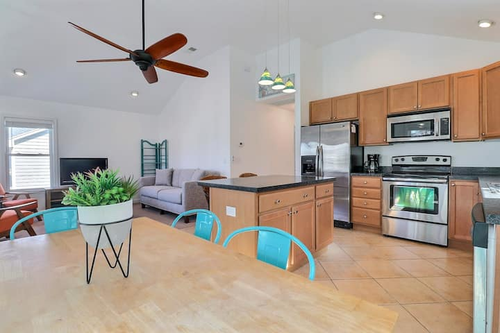 5036 Sounds Great * 2 Min Walk to Albemarle Sound * Bicycles, Dog Friendly