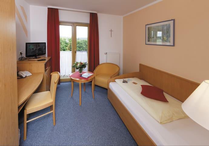 Panorama-Hotel am See (Neunburg vorm Wald), Einzelzimmer mit kostenfreiem WLAN