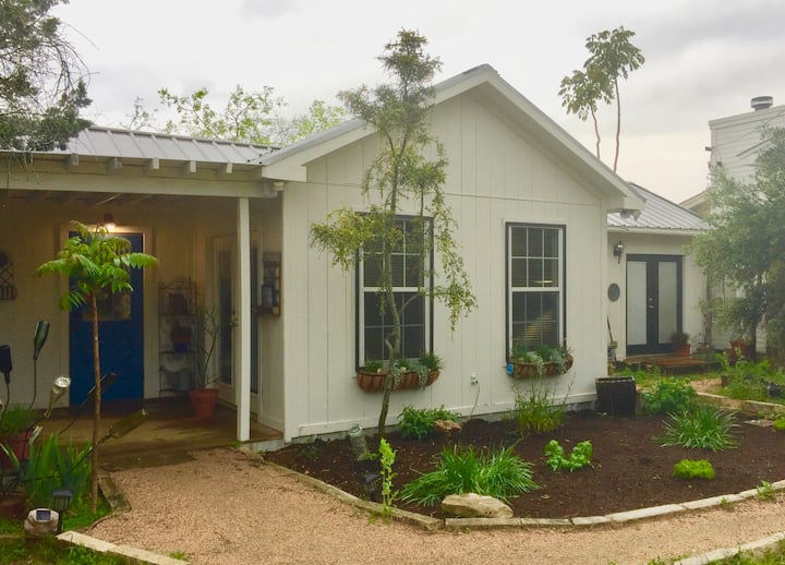 Cottage SW of Austin: Daily/Weekly/Monthly Rental