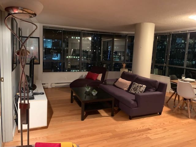 DownTown Fashionable District One Bedroom Condo
