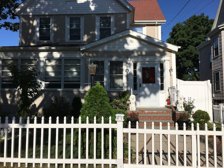 Comfy bedrooms near Medford sq, Tufts, Assembly sq
