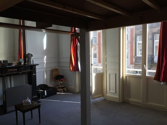 Vast and sunny Double bed room in a typical house