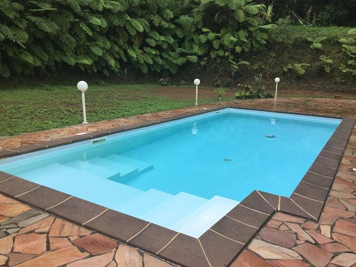 Beau T3 en forêt tropicale avec piscine