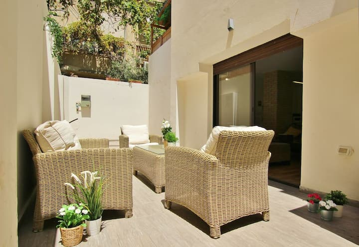 BY THE BEACH BEAUTIFUL 3 BR GARDEN APARTMENT