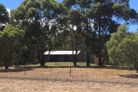 Farm Cottage surrounded by bush - Cowaramup