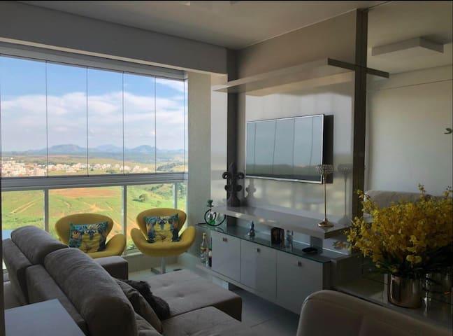 Apartamento confortável vista para as montanhas