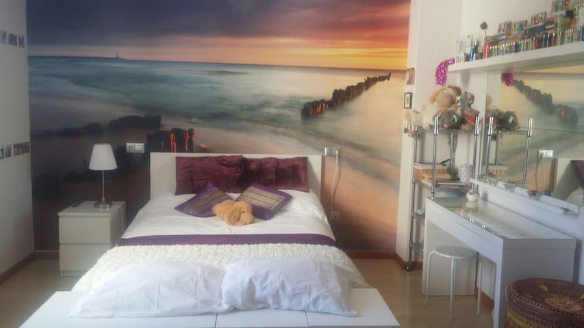 Luminosa habitación en moderna casa - Estepona - Bed & Breakfast