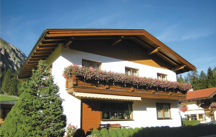 Holiday apartment with 2 bedrooms on 66m² in Gschnitz