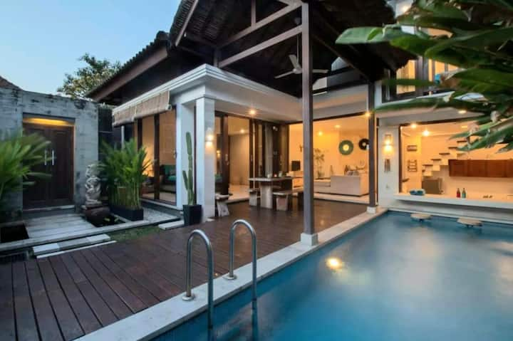 Chic Homey Villa 2BR Best Location in Seminyak