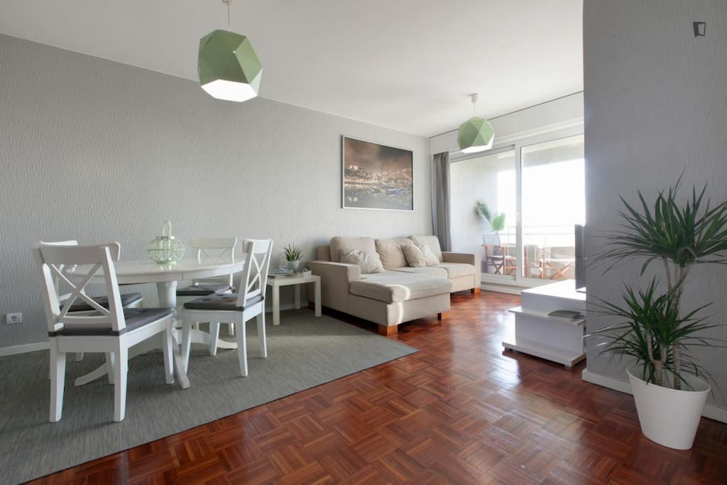 Welcome to this renovated apartment in May 2016. Clean decoration based on pure white, light gray and soft green. Comfortable and practical. Enjoy your visit in Porto!