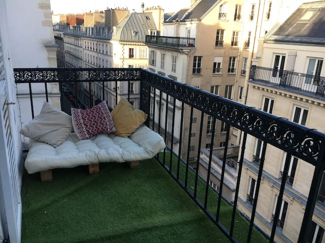 Cozy studio with terrace in the 9th arrondissement