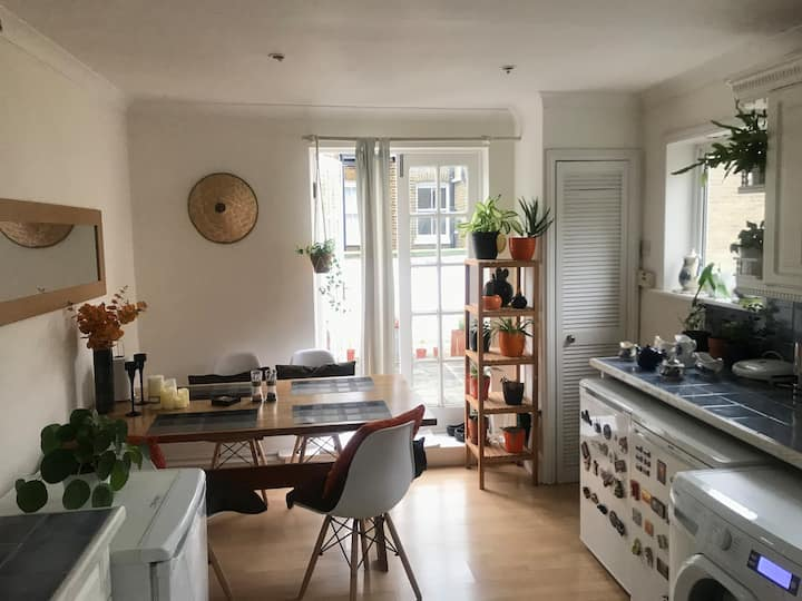 Amazing and Lovely 2 Bed House. Battersea Park.