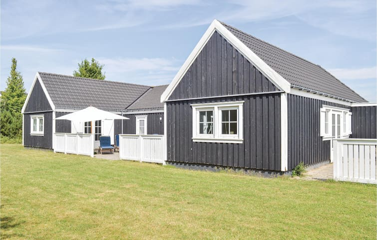 Holiday cottage with 4 bedrooms on 168m² in Vejby