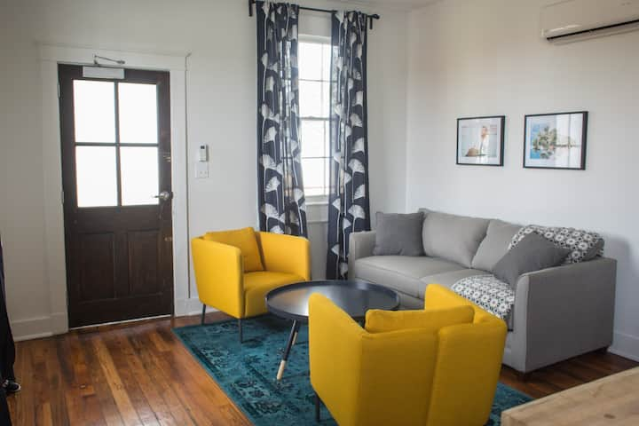 Just Renovated! - Back Balcony Suite