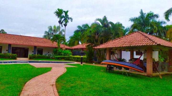 Casa frente al lago en la Hacienda La Primavera